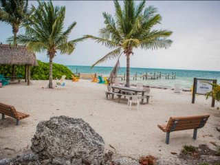 **Fall Promo** Sandy Beach & Boat Dock at this Tropical Beachfront Townhouse