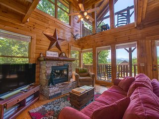 Picture-perfect family getaway w/private hot tub, games, & jetted master tub!, Sevierville