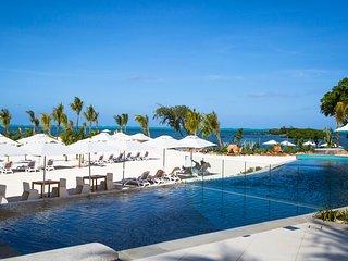 Azuri Luxury Apartment - Beachside