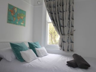 Cosy room near station & Leigh Broadway, Leigh-on Sea