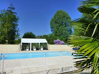 Large 5 bedroom, 4 bathroom house with 12m x 5m swiming pool., Chatellerault