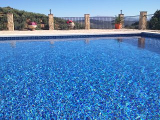 Stone Cottage with large private pool and amazing views of the Sierra de Loja, Algarinejo