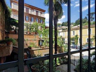 Spanish Steps Charming Apartment