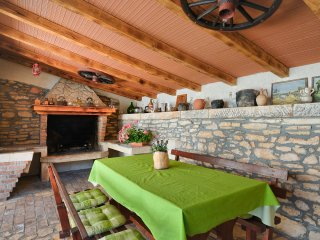 Holiday house near Pula with private grill terrace