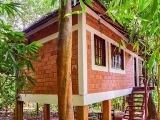 Pet-friendly tree house for a couple's getaway