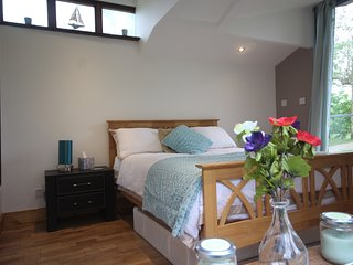 LUXURY WATERSIDE LODGE HEREFORD 'PET FRIENDLY 'PRIVATE FISHING INCLUDED