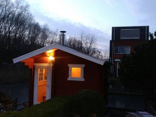 Pop-free parking, private room, sauna, canal view