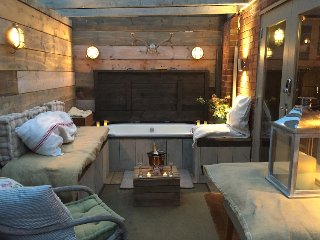 The 5* Cowshed,Cheshire Boutique Barns - Winner Best Place to Stay in Cheshire!