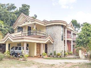 Elegantly furnished 3-BR homestay for friends