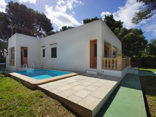 Lovely villa with pool just 150m from the beach!