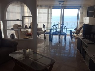 Avenida Madrid Large Space 3 bedroom for Group of Friends, Benidorm