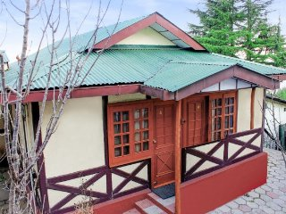 Hillside rustic hut stay