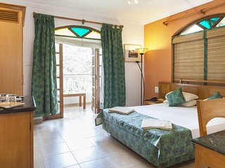 Lavish boutique room with a pool, 200 m from Baga beach
