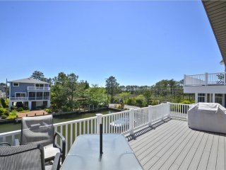 3 bedroom canal lot home with great views!