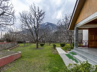 Spacious 3-bedroom cottage with a pretty view
