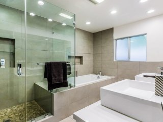 ★Available Labor Day Wknd★Walk-In Closet & Pool & Gym ★
