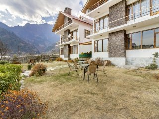 Cosy room with an attic in a lovely boutique stay, 1 km from Beas River
