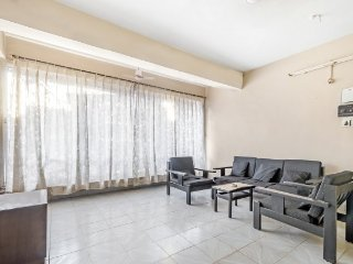 Well-furnished apartment stay for a family, in proximity to popular beaches