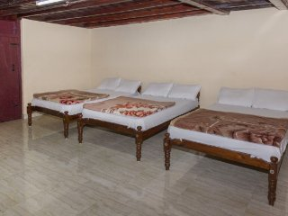 Peaceful 3-bedded room, ideal for a group of backpackers