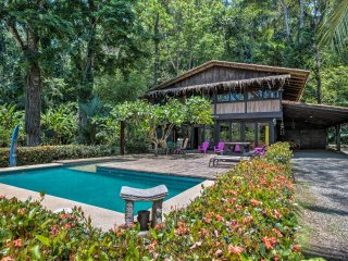 Punta Uva Pool House 4BR sleeps 10, next to beach