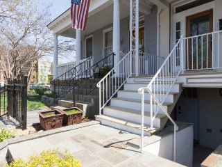 Bright 1 bedroom apt in DC nieghborhood of H Street, Capitol Hill w/ parking