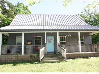 Cabin Near Lake Ouachita w/ 2 kids passes to Mid-America (while they last!)