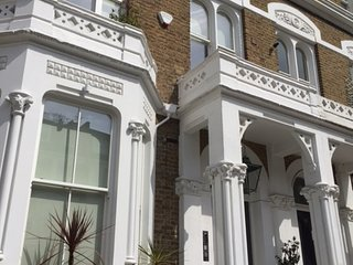 CENTRAL LONDON LUXURY 3 BED GARDEN FLAT