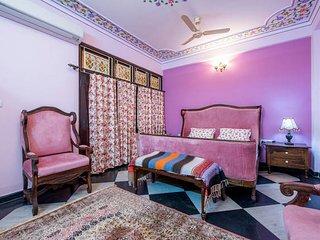 Court Shekha Haveli Room Mauve