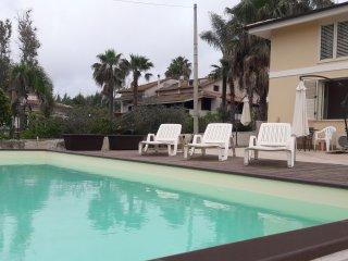 Isola del Sole: Appartamento PANAREA in villa al mare con piscina