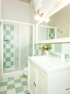 "Bathroom ensuite to ""Lorenzo"" bedroom"
