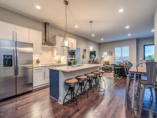 Contemporary Nashville Home w/ Panoramic Rooftop – Minutes to Downtown