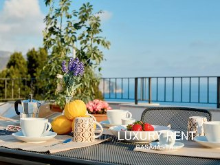 LUXURY PENTHOUSE APT SEA VIEW TERRACE UP TO 5 PAX