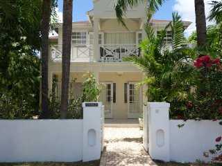 Tropical garden villa, close to fabulous beach, Speightstown