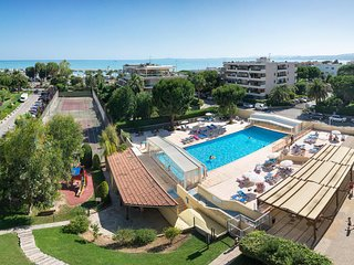 Studio apartment, 5 minutes walk from the beach, hotel complex with pool.