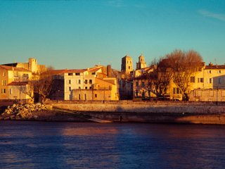 Très belle Maison typique Arlésienne pour 6 personnes, Arles
