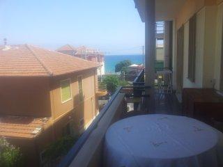 Bilocale con Terrazzo a 50 mt dal mare, Borgio Verezzi
