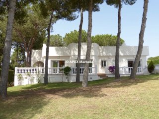 Luxury, detached villa with private pool - Marbella East