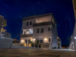NEW (2017) luxury**** 1bdr app with swimming pool and sea view, Bibinje
