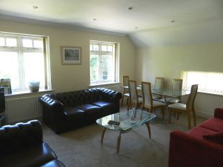 BOURNECOAST: 3 BED MAISONETTE NEAR TO BOURNEMOUTH CENTRE - FM856