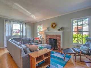 Charming & Bright 2BR Home in San Leandro