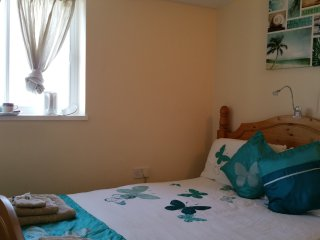 Fantastic Small Private Room with Sea View, Opposite the Beach with Breakfast!