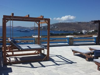 Traditional one bedroom apt, for 2 persons, enjoys a shared pool, close to Agia