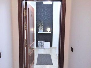 Al abrir la puerta del apartamento