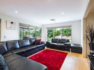 Kingston Downs - Sleeps 17 - Strictly A Family Accommodation