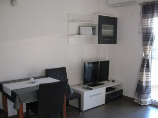 Karlobag, apartment for 2 in new apartment house Villa Luce .
