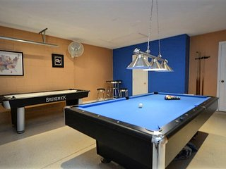 85920 4-Bed Pool Home w/ Outdoor Spa & Games Room!