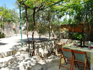 Quaint Old Stone Cottage, Fully Renovated, Just 20m From Pebbly Beach