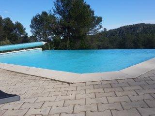 Location RDC  superbe maison 220 M2 avec piscine