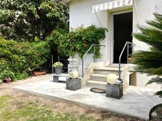 60sqm private lodge, 1BR, wifi, garden, parking, very quiet