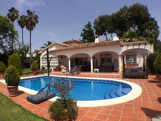 Private 4 bed villa with pool midway between Puerto Banus and Estepona